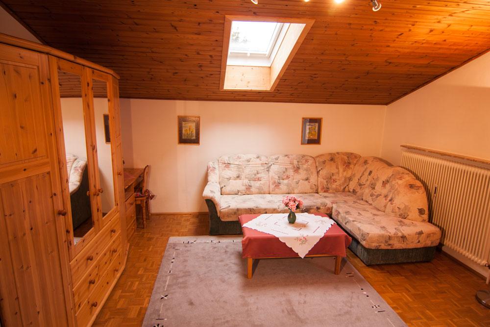 Wohnzimmer der Ferienwohnung 207