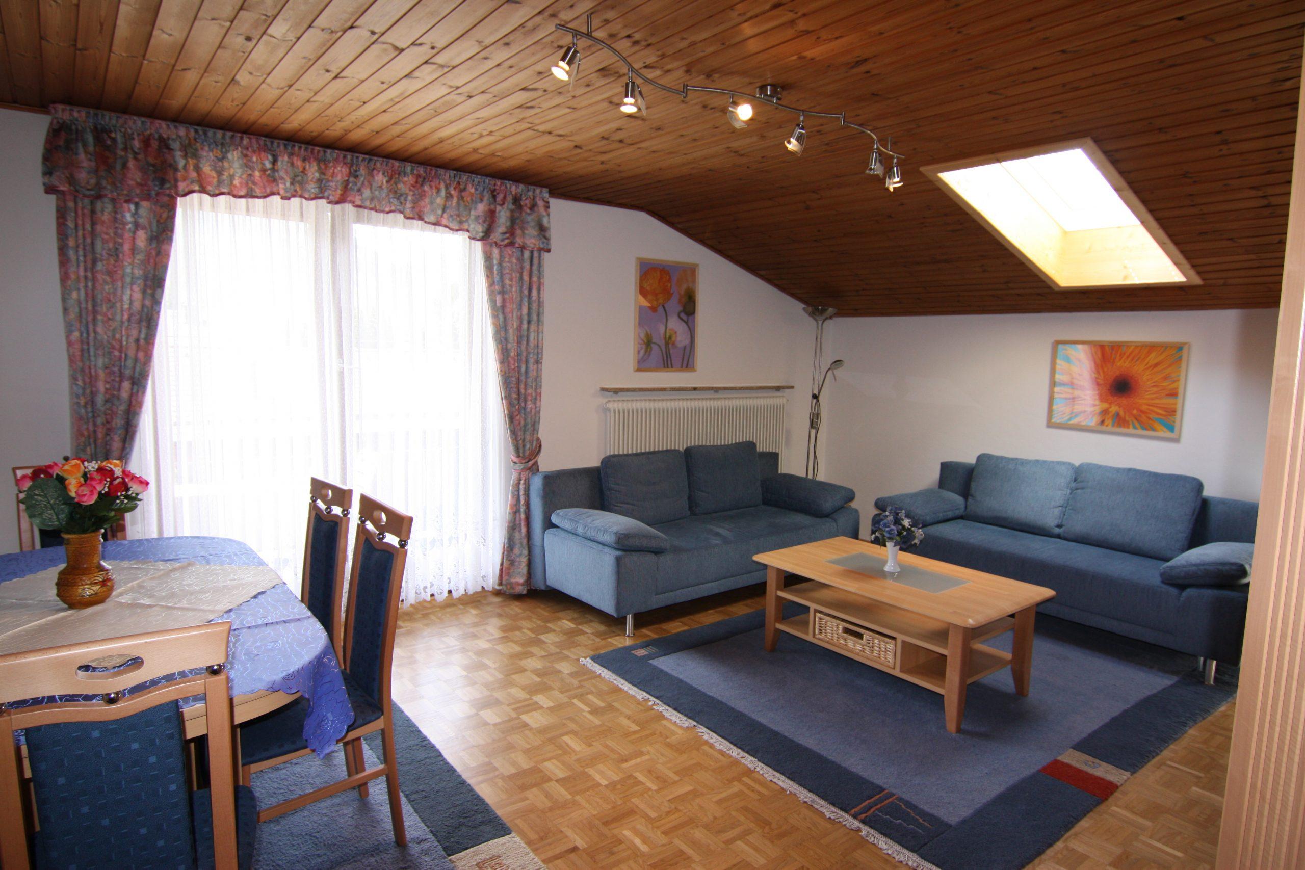 Wohnzimmer der Ferienwohnung 208